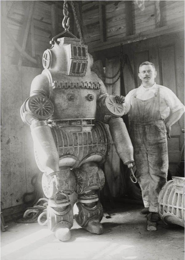 generallynautical:  Chester E. McDuffee's patened diving suit, 1911 from Retronaut