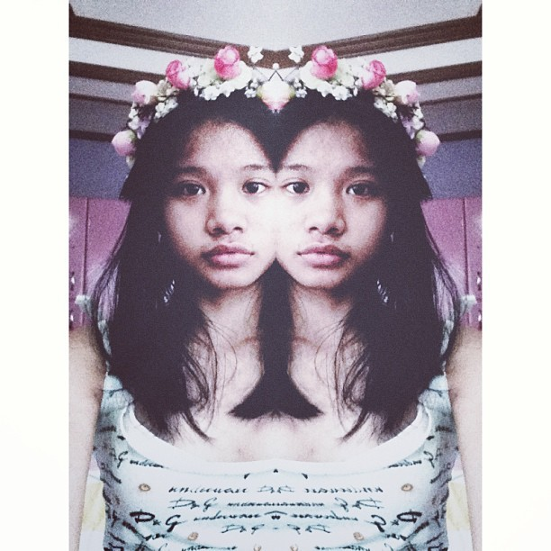 y-ippies:  two is better :3 @ilfiorecrafts flower crown :D  (at at my boyfriend, his name is BED )