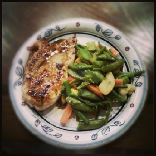#Lunch and #dinner today courtesy of @clobreezy. Balsamic vinaigrette chicken and saute mixed veggies. #food #foodie #foodporn #fit #fitness #instafood #instagood #yummy #cleaneats
