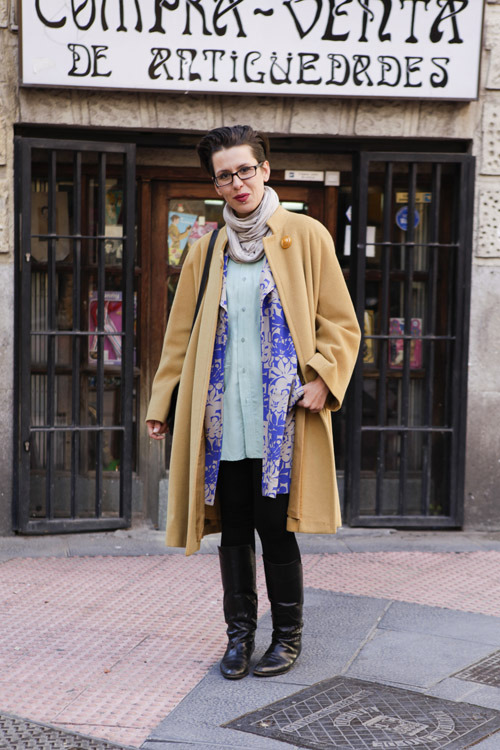 Patty stylist 29 Boots from París, leggings H&M, grandmothers coat, blazer and shirt Beyond Retro, scarf Benetton, glasses Jai Kudo, bag vintage
