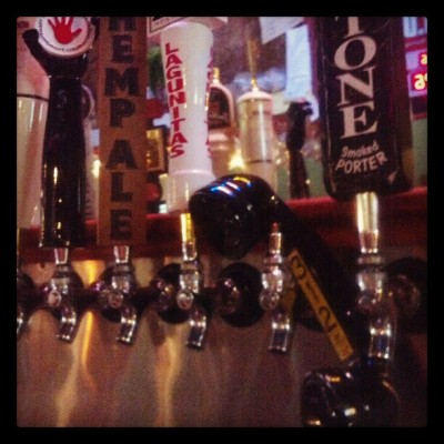 Phone is off the hook! #ontap #offtap #312 #lagunitas #punny #whatthepun #beertending #lovemyjobs #booboop (at Tavern on Main)