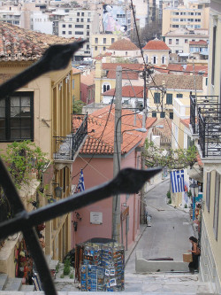 humlet:  Back Streets of Athens by saratravels on Flickr.  i know where this is omg