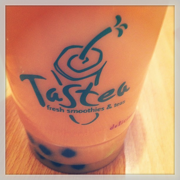 #thai #tea with #honey #boba. 😁 #honeyboba #thaitea #instagram #foodporn #tastea (at Tastea)