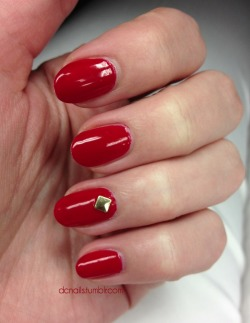 red nails. gold stud. simple.