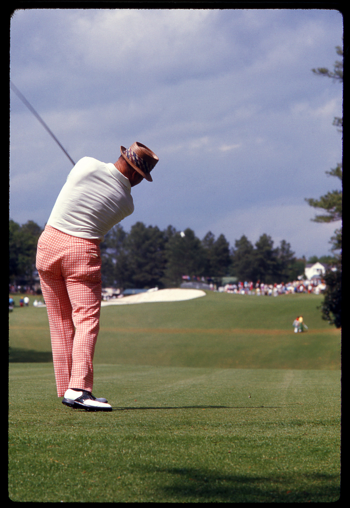 rapgamezackmorris:  golfdigestphoto:  Sam Snead tees off on No. 18 during the 1974 Masters. Credit: Golf Digest Resource Center  #style