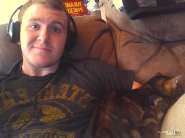 Hawk is cold so he's keeping me company at the computer. He loves Diablo 3 and LoL too.