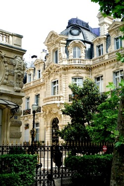 | ♕ |  Baroque maison - Parc Monceau, Paris  | by © Paul Ashton