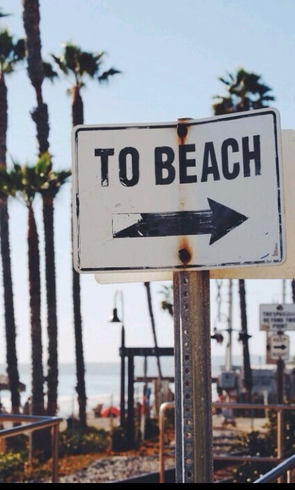 chocolatecomgomas:  To beach on We Heart It - http://weheartit.com/entry/121832884