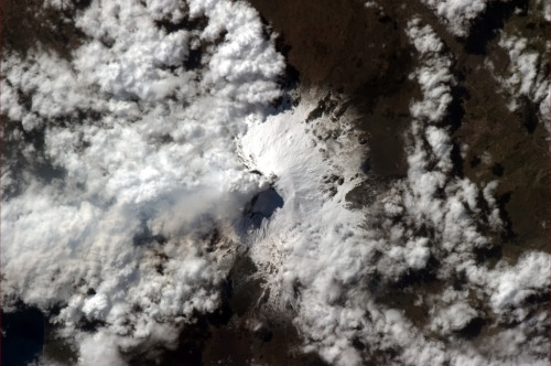 colchrishadfield:  Down the throat of an active volcano - Mt Etna smoke and shadow, photo by Kevin Ford.  Awesome