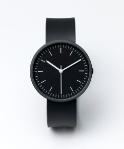 varonmag:  On time A clinic aesthetic from Uniform Wares. This one could be my randon Xmas gift all over the year. Love it! -Post by Hugo Lavín
