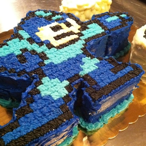 treethatgoeswhooshboom:  ivybakery:  #megaman #cake #handdesigned by me @ivybakery #custom #birthday #buttercream (at Ivy Bakery)  IF SOMEONE MADE ME ONE OF THESE FOR MY BIRTHDAY I WOULD LOVE THEM FOREVER.