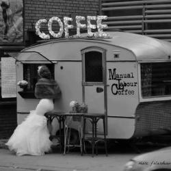 honey-rider:  vintage trailer/coffee shop? Brilliant .