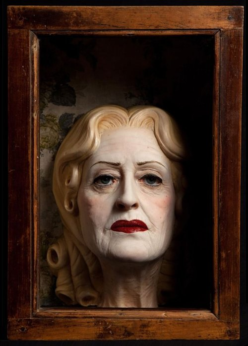 Paolo Schmidlin - Baby Jane: looking for daddy…  (cera, vetro, legno, 2011)