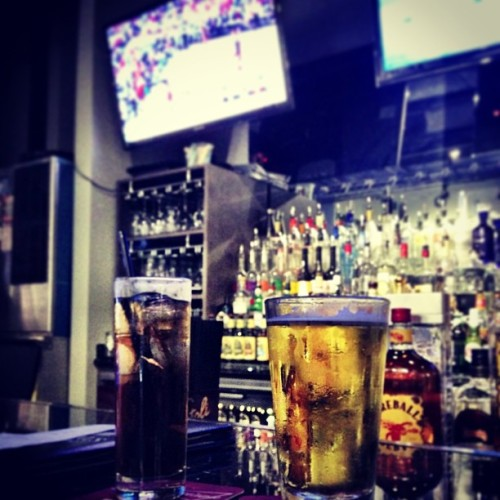 """It's 5 'o clock somewhere"" 🙌🍺 (at Rivals)"