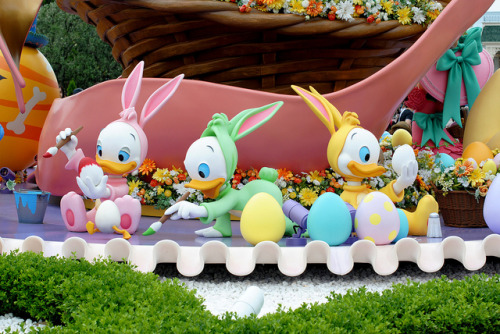 disneyplace:  Tokyo DisneyLand Easter (Huey, Dewey and Louie) by kosabe on Flickr.