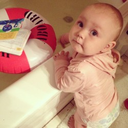 Splashing her bath water 😊 #bathtime #sophiebelle #11months #loveofmylife #igbabies
