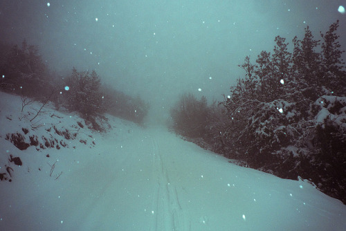 thecozythings:  blue snow flash trip by supercoco__ on Flickr.