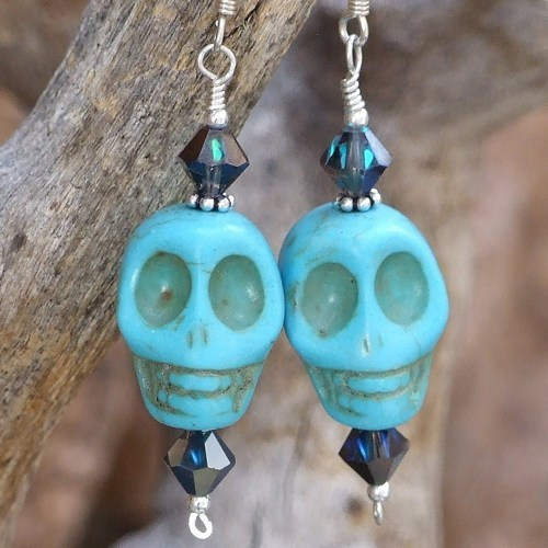 artfiredotcom:  (via: Skull Day of the Dead Earrings Handmade Turquoise Swarovski Jewelry | ShadowDogDesigns | Artfire.com)  cute earrings!