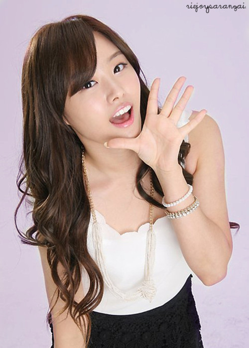 Song Jieun + purple bg.