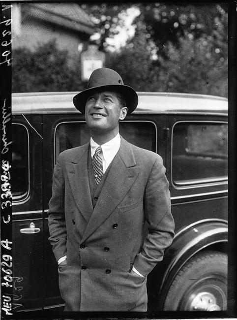 kittyinva:  angeheurtebise:   Maurice Chevalier, 1929.   Kittyinva: Maurice was a fine dresser. Note the double-breasted suit jacket, tie pin and hat arranged at a masculine, but jaunty angle.  It was fascinating to read Mistinguett's take on their relationship in her bio. although I suspect she was less than entirely candid - even so,it's evident that their affair had a lasting impact on her. And yes, he could certainly dress!