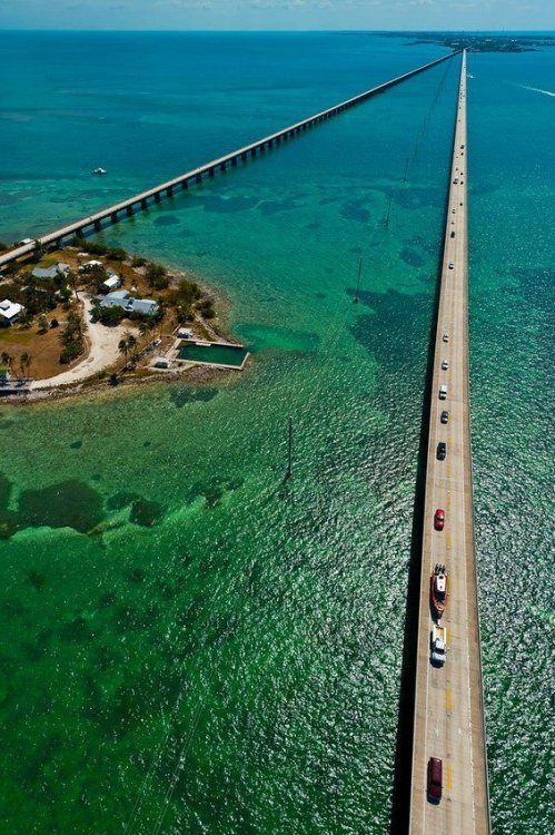 imposinggod:  Seven Mile Bridge, Florida .