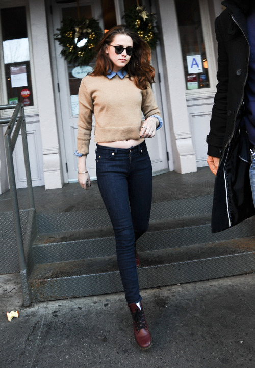 gasstation:  Kristen Stewart having lunch at Sarabeth Restaurant in Tribeca, December 13th