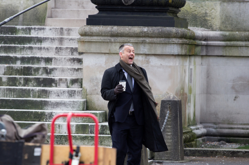 "sellswordking:  thescienceofobsession:  magicalmiserytour:  Rupert Graves on the set of Sherlock S3E1 ""The Empty Hearse""  oh GOD this makes me so very happy  LOOKET HIM HE'S SO FUCKING CHUBBY I'M GONNA SCREAM"