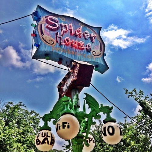 We out here #Austin..!! We're at The Spider House Cafe..!! @YahooOntheRoad #YonTheRoad #Fb  (at Spider House Patio Bar & Cafe)