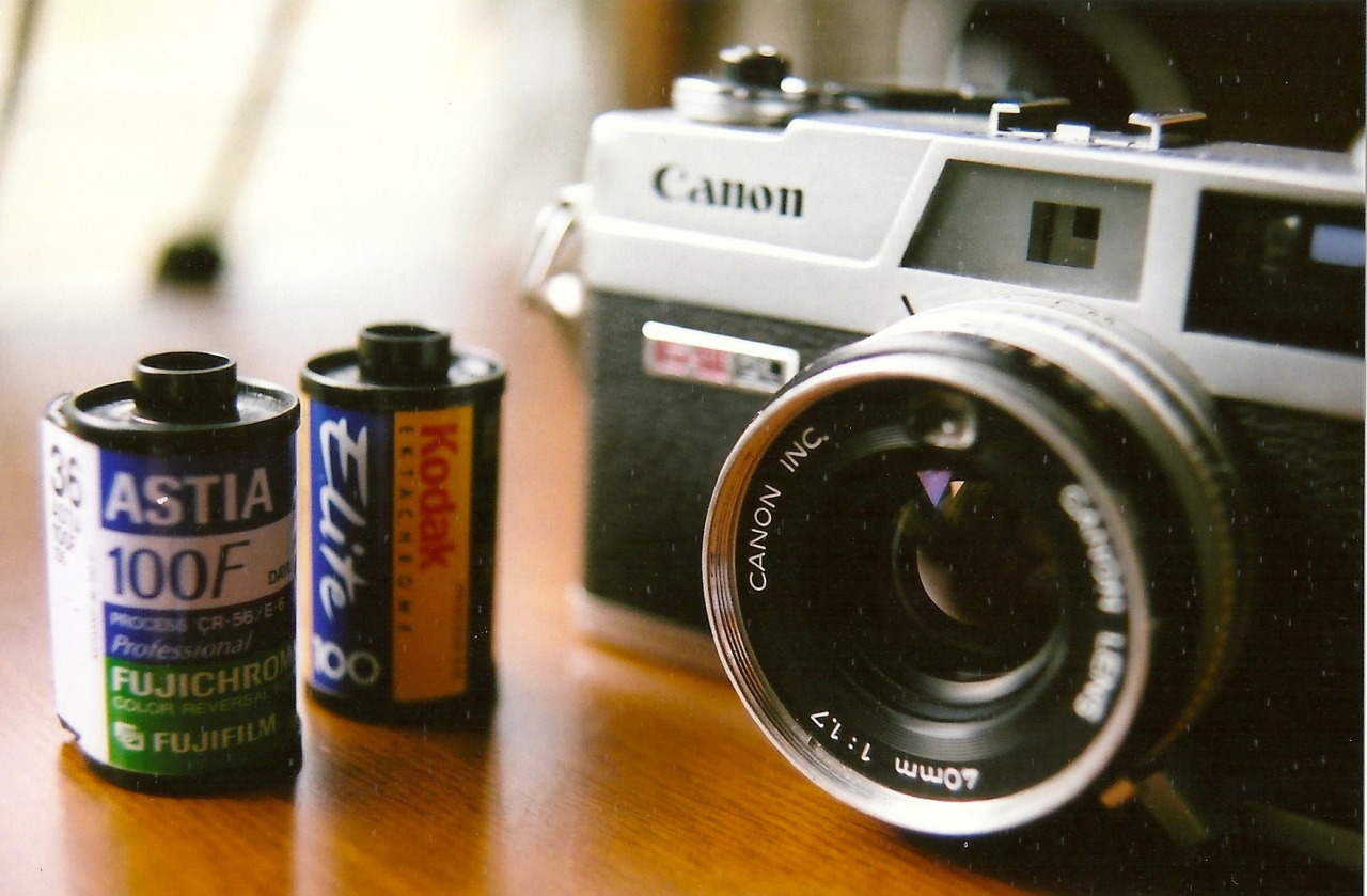 dontstressoverit:  My grandpa's Canonete. 50mm f/1.4 ASA 400
