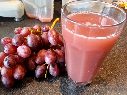 Voíla! Sweet gorgeous grape juice. This was a bit too sweet for me today so I added some greens (lettuce) and celery, tasted amazing!