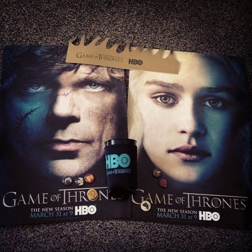 Free #gameofthrones goodies! #hbo #posters #buttons #crown  (at Library Walk)