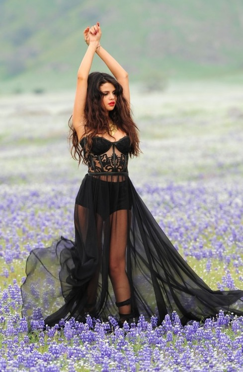 dailydoseofcelebrities:  Selena Gomez - 'Come and Get it' video still