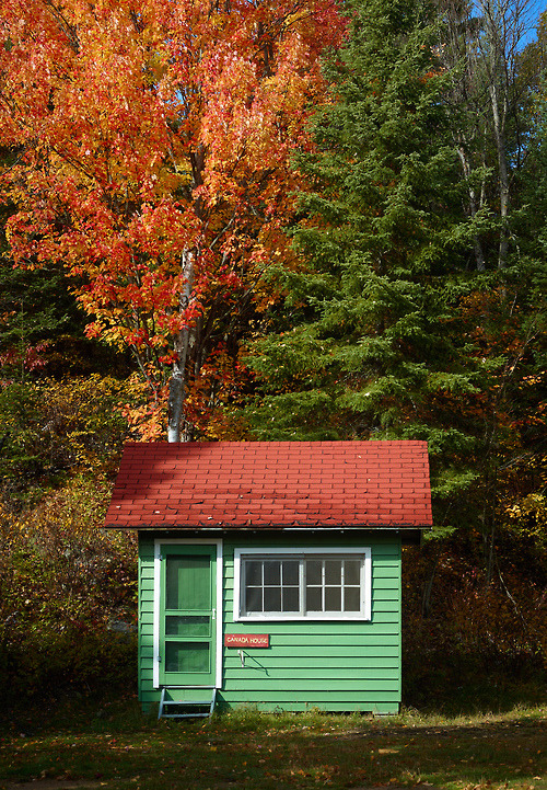 cabinporn:  Cottage in Algonquin Park, Ontario, Canada. Photo by Mike Last.