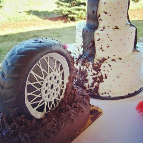 cominmuddin:  I WANT this cake!!! 😱 😏 #muddin #tires by southern_beautyyy http://instagr.am/p/TjYjXpERN_/