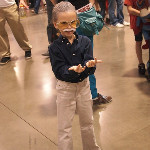 Stan Lee - Best part of tiny Stan Lee cosplay? It's a little girl: