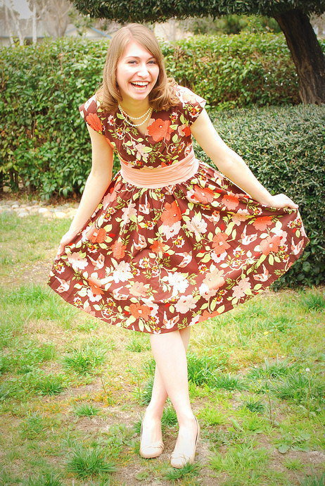 What a cute curtsey! Via the ModCloth Style Gallery.