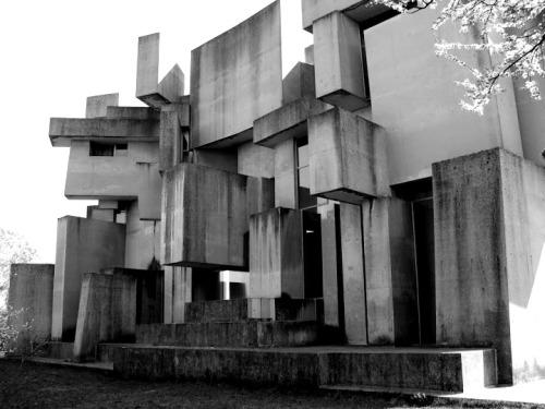 mioumioumioumiou:  (c)Ernst Fortunits Wotruba Kirche, Wien