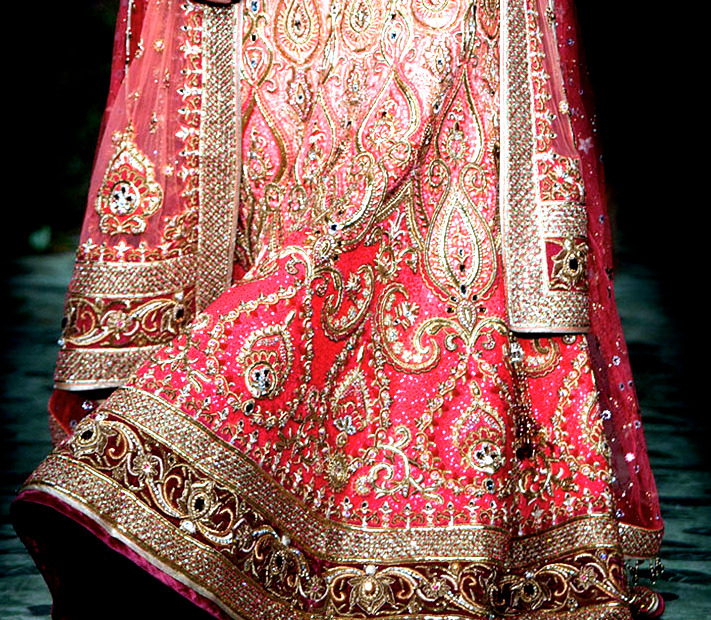 Tarun Tahiliani detail   Omg tarun tahiliani!! Fangirling!! I will 500000000000% get married in one of his lehngas!!