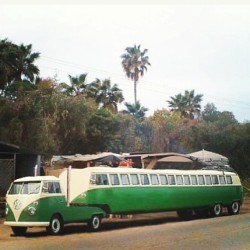 Now THIS is a #VW #Bus!!! Gangsta AF!!! #vwbus #volkswagen #veedub #vwlove #trailer #customtrailer #bigrig (at Wing Stop)