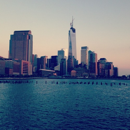 Evening run to FiDi. #fidi #worltradecenter #nyc #newyork #hudsonriverpark (at Hudson River Park)