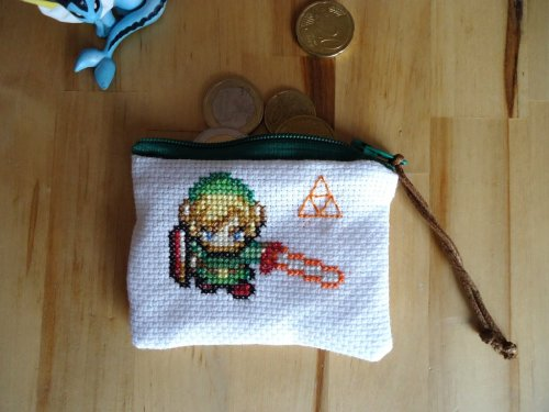 Cross Stitch Link Coin Purse Available for $18(USD) @Etsy Created by Orcade Mileault-Séanne