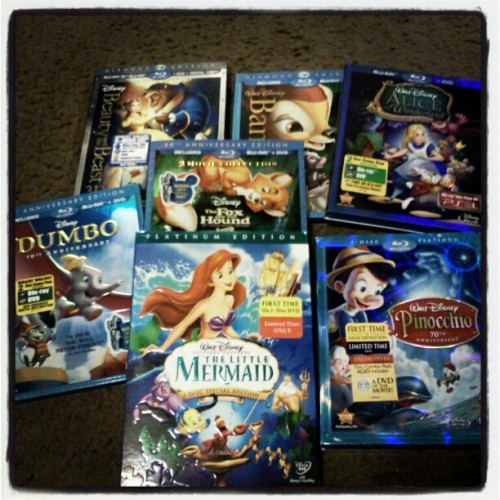 Movie night! Who wants to come over?! You choose!!!!11 #movie #disney #shakeitlikeshakira
