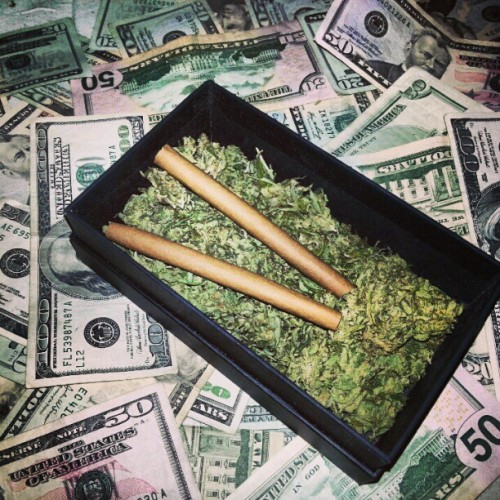 maysveryownn:  Someone come #smoke :) #weed #blunts #pot #420 #cash #ninehundreddollars #dro #money #fuckyes