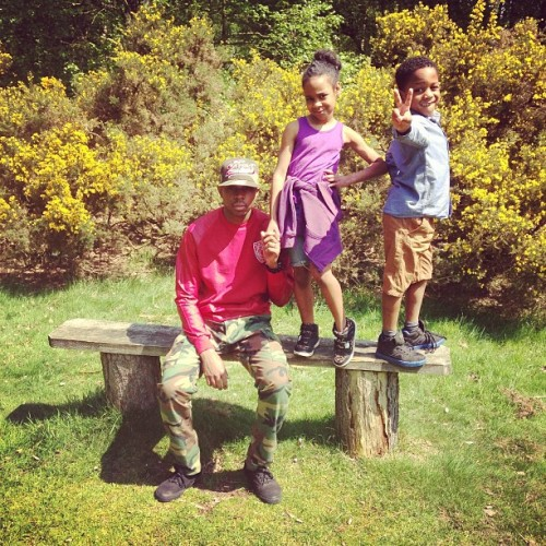 WITH MY TWINS. SURVIVE & PROVIDE. #suttonpark #family #love #twins #father #children #fam #park #f2d #f2dclothing #f2d #surviveandprovide #streetwear #fashion #leather #sleeve #sweater #camo #newera #snapback #uk #birmingham #fresh