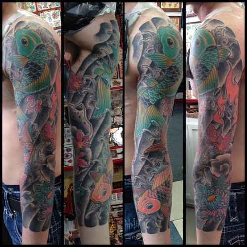 👆Healed picture of nate's sleeve (flames not by me) I don't usually do tattoos like this but this one was really fun! #littlelinda #elmstreettattoo #tattoo #coyfish  (at Elm Street Tattoo)