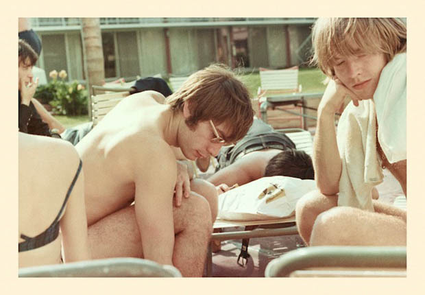 CHARLIE WATTS et BRIAN JONES (1965) theswinginsixties:   The Rolling Stones: Brian Jones and Charlie Watts lazing by the pool at the Clearwater hotel in Florida, 1965.