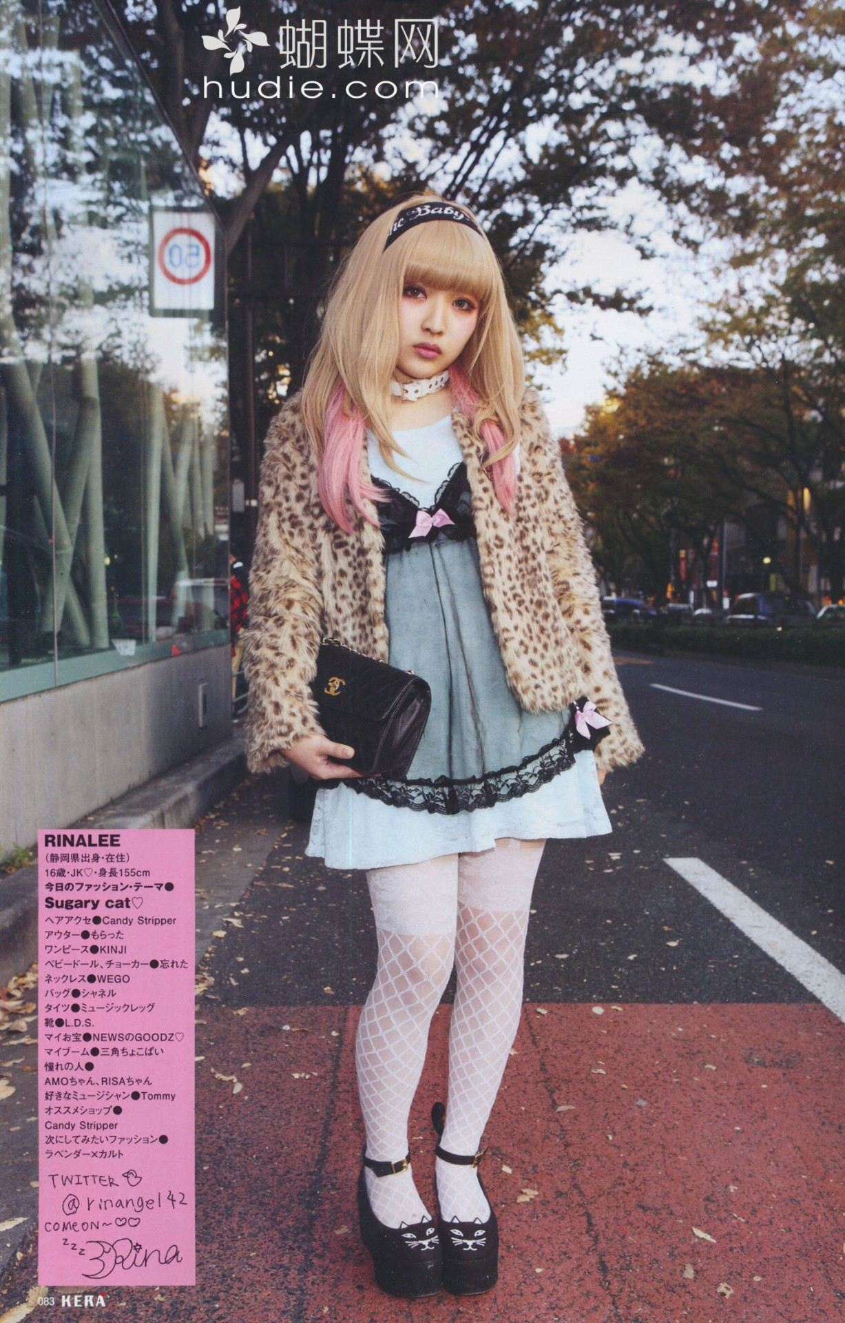 I know this isn't pastel goth, but she looks so gorgeous here ❤