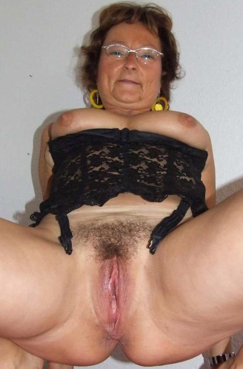 old granny lesbian golden shower matures porn