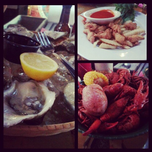 Oysters, fried alligator, & crawfish w/my boo om nom nom #oysterfix #almostcrawfishseason  (at Blue Water Seafood)