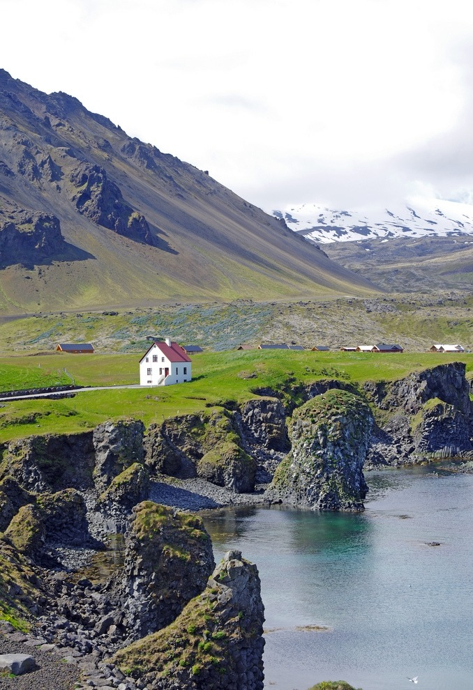 travelingcolors:  West Coast | Iceland (by Reinhard Pantke)